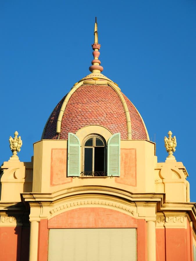 Cupola coperta di tegoli in Nizza immagine stock libera da diritti