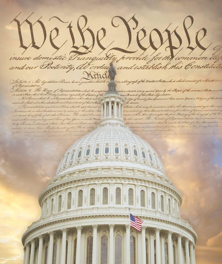 Cupola del Campidoglio degli Stati Uniti con la costituzione fotografie stock libere da diritti