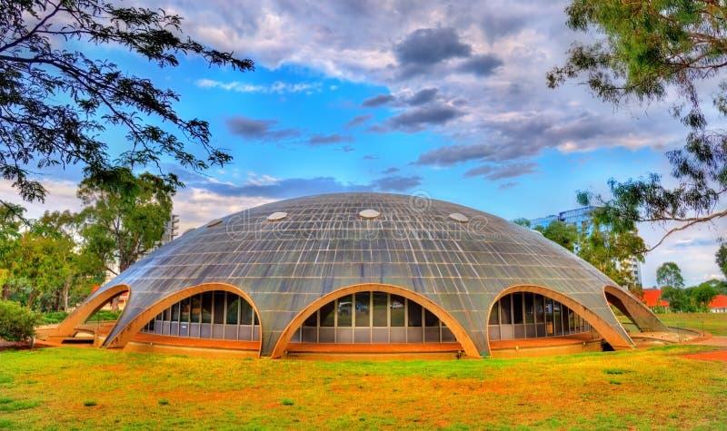 Cupola di lustro, l'Accademia delle Scienze australiana a Canberra Costruito nel 1959 fotografie stock libere da diritti