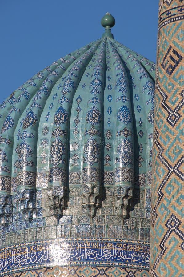 Cupola di madrasah al quadrato di Registan a Samarcanda fotografia stock