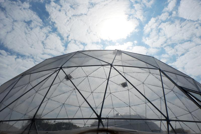 Cupola di plastica geodetica immagine stock