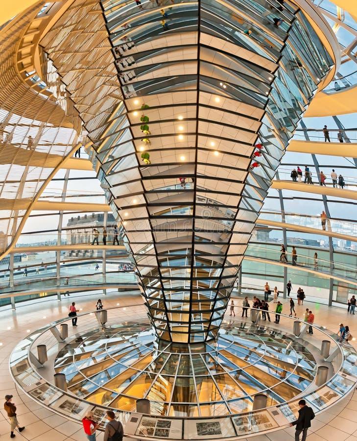 Cupola di Reichstag a Berlino, Germania immagini stock libere da diritti