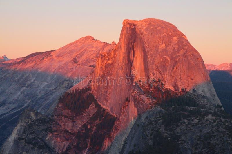 Cupola mezza al tramonto fotografia stock libera da diritti