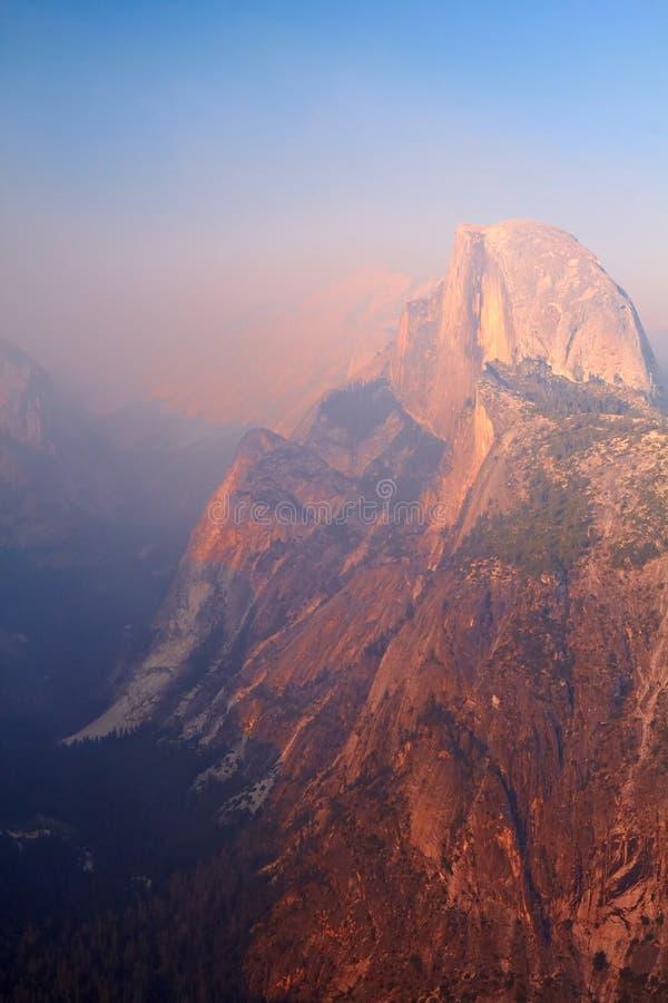 Cupola mezza al tramonto, valle del Yosemite fotografia stock