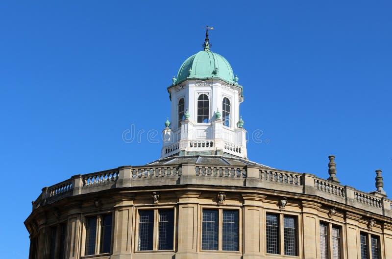 Cupola na szczyciefal tg0 0n w tym stadium Sheldonian theatre Oxford Anglia obrazy royalty free