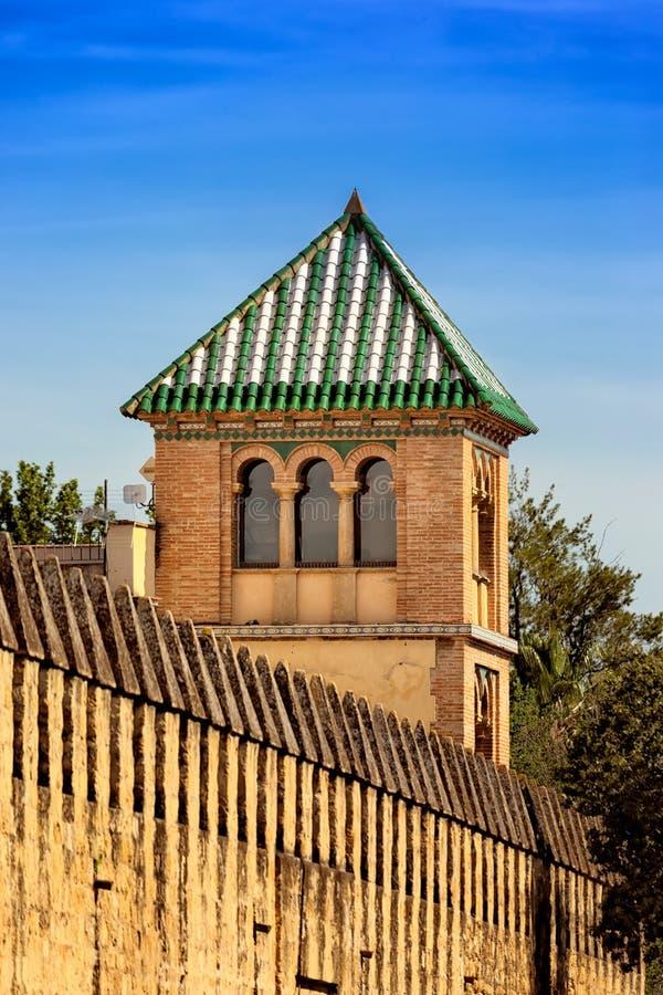 Cupola piramidale in una torre araba di stile immagini stock libere da diritti