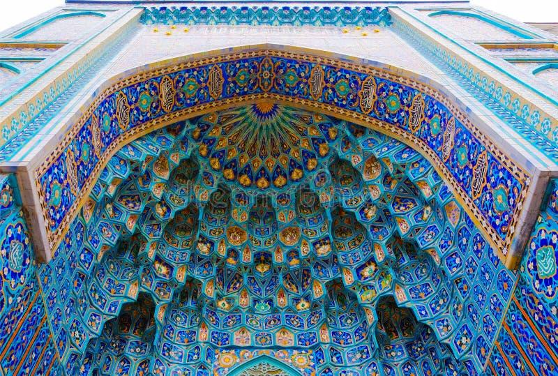 Cupola St Petersburg ` s katedralny meczet na niebieskiego nieba tle obraz stock