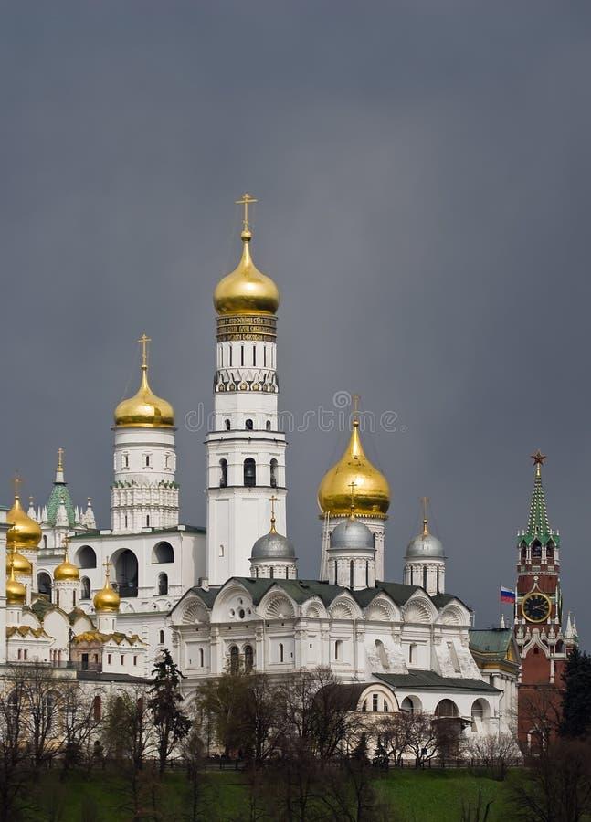 cupolas kremlin moscow arkivfoto