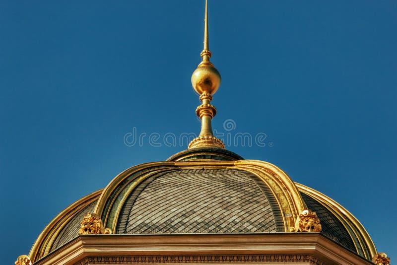 Cupole de oro de los detalles del Museo Nacional de Praga imagen de archivo libre de regalías