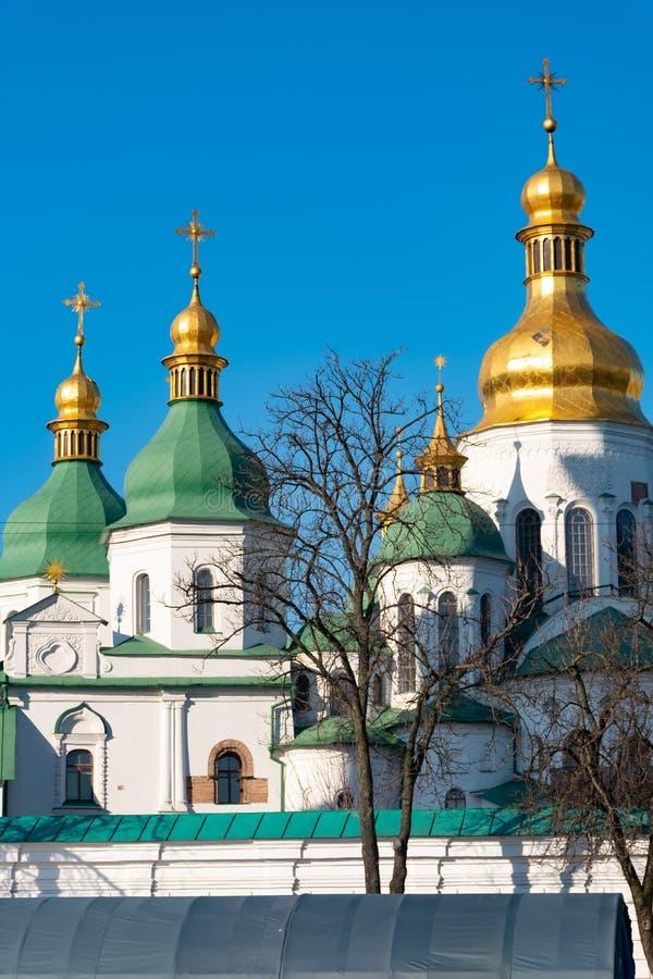 Cupole verdi e dorate della cattedrale della st Sophia a Kiev, Ucraina fotografia stock