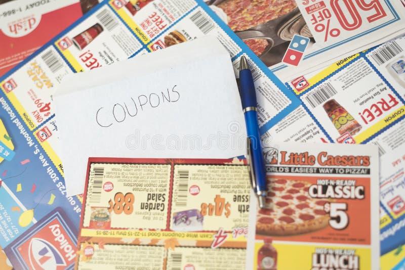 Cupones de las tiendas y de los restaurantes que llenan el marco foto de archivo libre de regalías