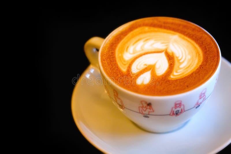 Cuppuccino beker, heerlijk melkachtig schuim royalty-vrije stock fotografie