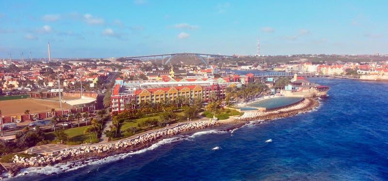 Curaçao - puerto mega de la travesía fotos de archivo
