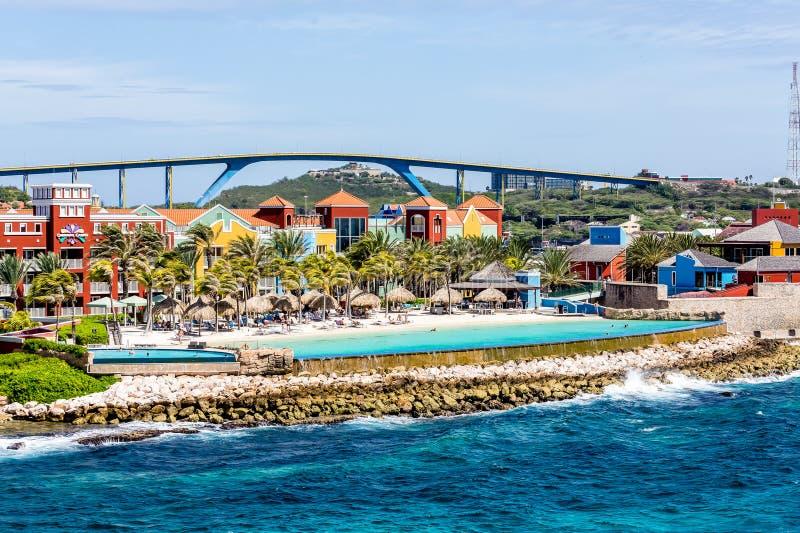 Curaçao recurre y tiende un puente sobre imagen de archivo libre de regalías