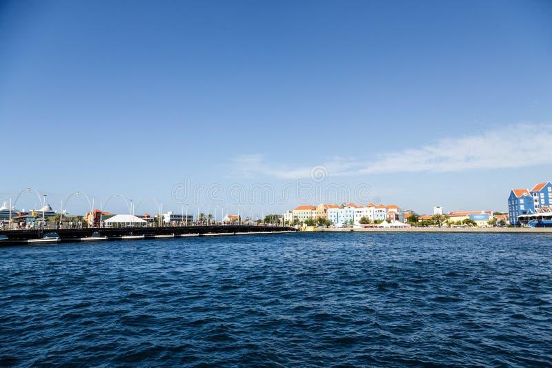Curaçao a través del canal imagenes de archivo
