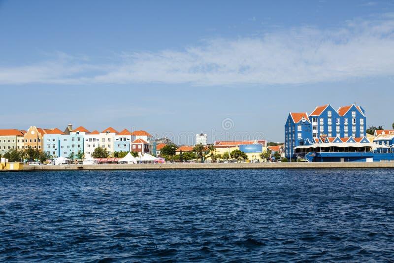 Curaçao a través del canal foto de archivo