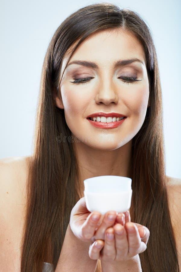 Cura di pelle del fronte della donna di bellezza Chiuda sul ritratto Backgroun bianco fotografia stock libera da diritti