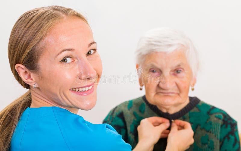 Cura domestica anziana fotografia stock libera da diritti