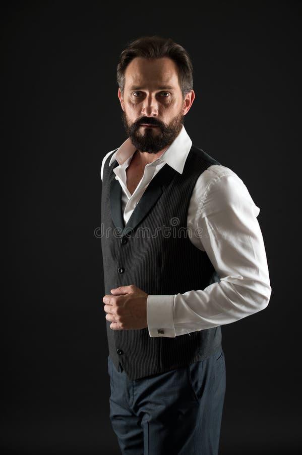 Cura facciale Modo maschio Uomo barbuto Pantaloni a vita bassa maturi con la barba Pantaloni a vita bassa caucasici brutali con i fotografia stock libera da diritti