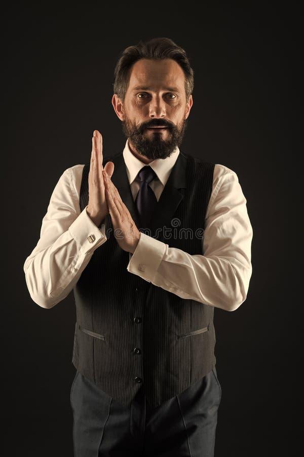 Cura facciale Modo maschio Uomo d'affari alla moda in vestito Modo di affari Pantaloni a vita bassa maturi con la barba Uomo barb immagini stock