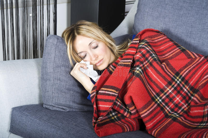 Download Curando a gripe imagem de stock. Imagem de down, pajamas - 12803937