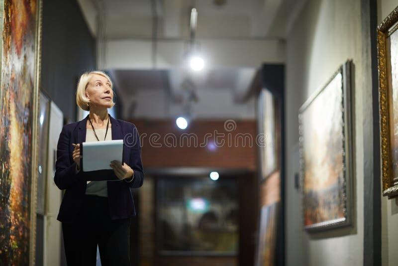 Curatore del museo fotografie stock