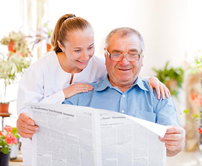 Cure domiciliari anziane fotografia stock libera da diritti