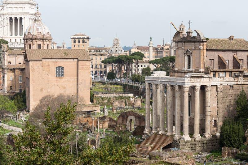 Curia Julia och tempel av Antony Pius och Faustina royaltyfri foto