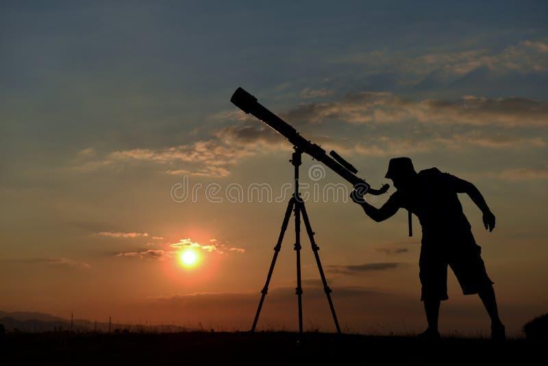 Curiosità per studiare ed osservare i pianeti immagini stock libere da diritti