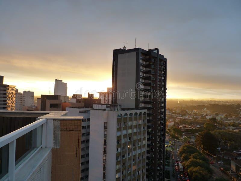Curitiba захода солнца города стоковое изображение rf