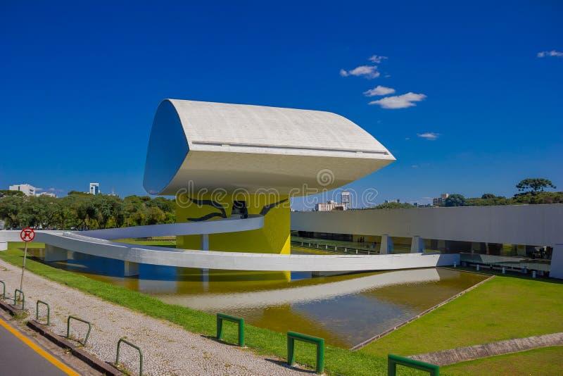 CURITIBA, BRASIL - 12 DE MAIO DE 2016: o museu do niemeyer de Oscar focalizou na arquitetura, no projeto e nas artes visuais fotos de stock royalty free