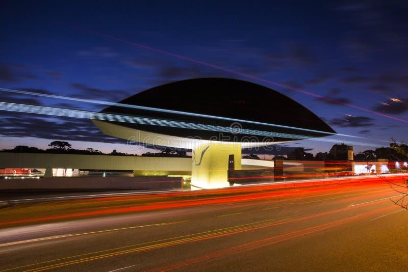 Curitiba, Brasilien - Juli 2017: Oscar Niemeyer Museum oder MONTAG, in Curitiba, Paraná-Staat, Brasilien lizenzfreies stockbild