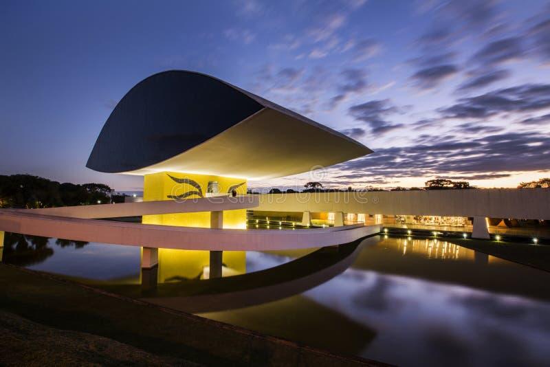 Curitiba, Brasilien - Juli 2017: Oscar Niemeyer Museum oder MONTAG, in Curitiba, Paraná-Staat, Brasilien lizenzfreie stockfotografie