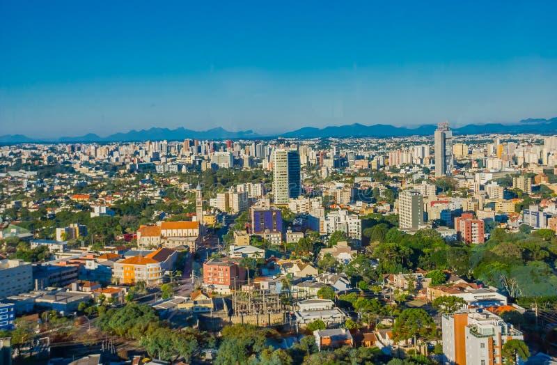 CURITIBA BRASILIEN - MAJ 12, 2016: den trevliga sikten av horisonten av staden, curitiba är åttondelen mest tätbefolkad stad i Br arkivbilder