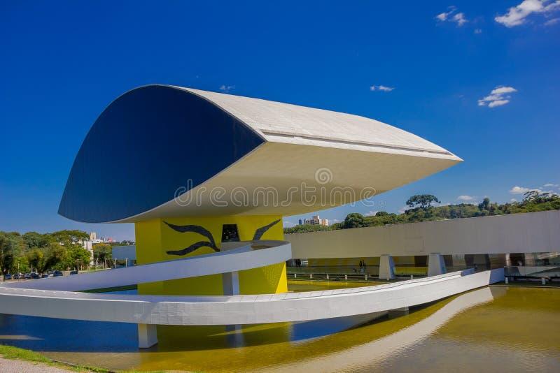 CURITIBA BRASILIEN - MAJ 12, 2016: oscar niemeyermuseum som lokaliseras i curitiba i den brasilianska staten av parana arkivbilder