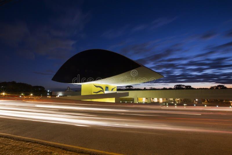 Curitiba, Brazilië - Juli, 2017: Oscar Niemeyer Museum, of MON, in Curitiba, de Staat van Parana, Brazilië stock foto's