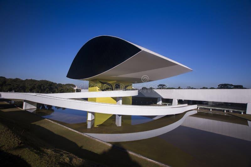 Curitiba, Brazilië - Juli, 2017: Oscar Niemeyer Museum, of MON, in Curitiba, de Staat van Parana, Brazilië stock foto