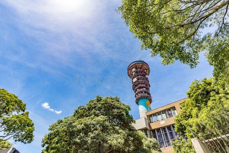 CURITIBA, PARANA/BRAZIL - 27. DEZEMBER 2016: Curitiba-` s panoramischer Turm stockfotografie
