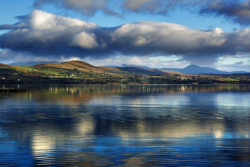 Currane laken i ståndsmässiga Kerry, Irland arkivbild