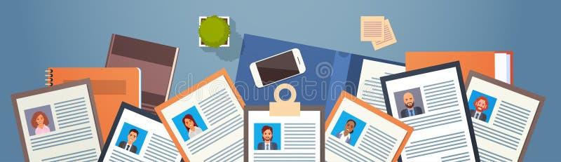 Curriculum vitae-Einstellungs-Kandidat Job Position, Lebenslauf-Profil auf Tischplattenwinkelsicht-Geschäftsleuten zur Miete lizenzfreie abbildung