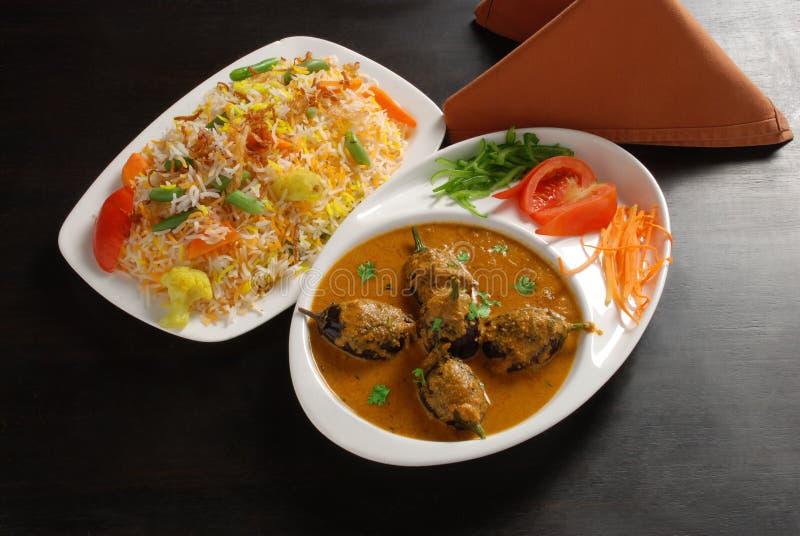 Curry de la berenjena con el arroz vegetal foto de archivo libre de regalías