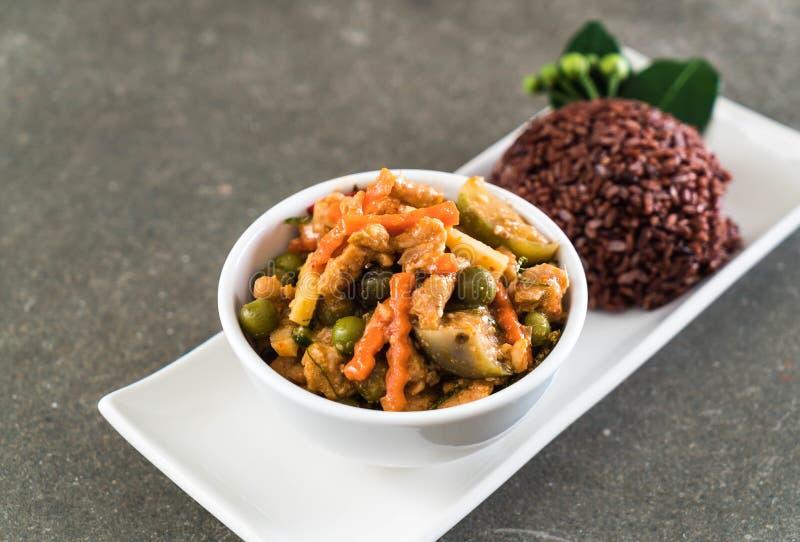 Curry de Panaeng con arroz del cerdo y de la baya fotos de archivo