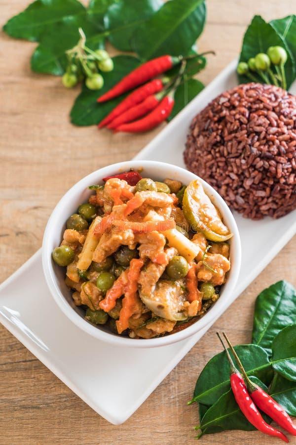 Curry de Panaeng con arroz del cerdo y de la baya fotografía de archivo libre de regalías