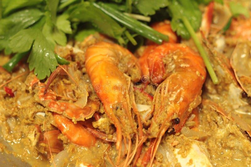 Curry del camarón - camarón frito con el polvo de curry en cacerola foto de archivo libre de regalías