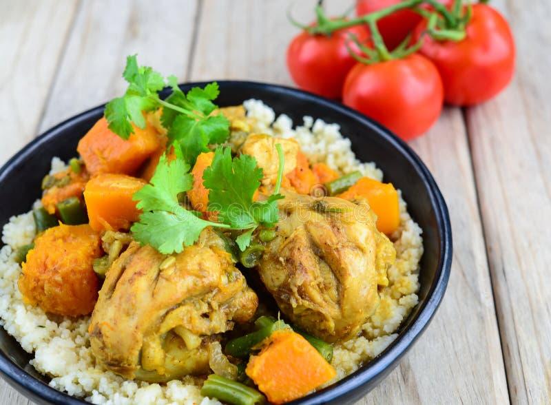 Curry del pollo y de la calabaza con cuscús foto de archivo libre de regalías