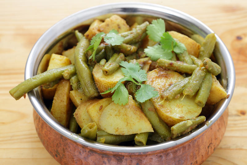 Curry del vegetariano del fagiolo e della patata fotografie stock