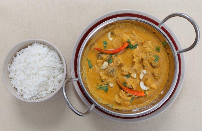 Curry dell'anacardio del pollo da sopra fotografia stock