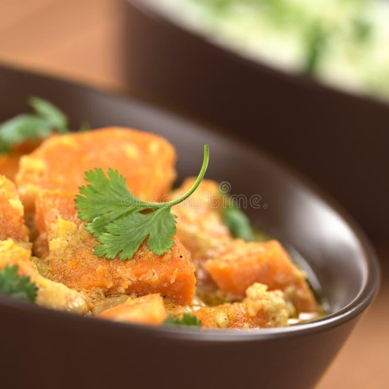 Curry della patata dolce con Cilantro immagine stock