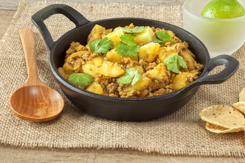 Curry della patata e del manzo fotografia stock libera da diritti