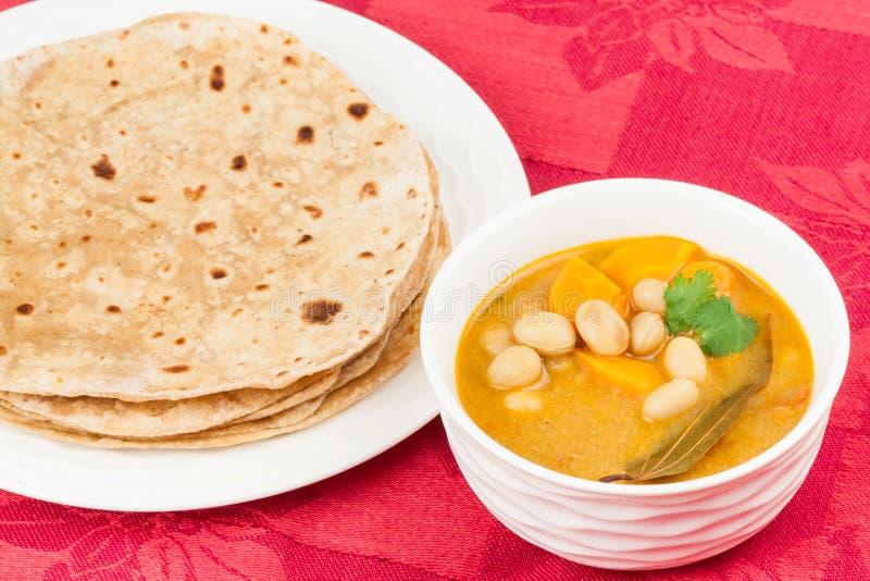 Curry e focaccia di verdure indiani fotografia stock libera da diritti